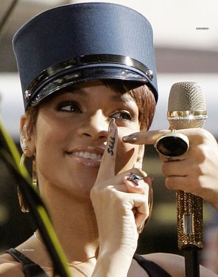 7162a277f50cd Rihanna's Finger