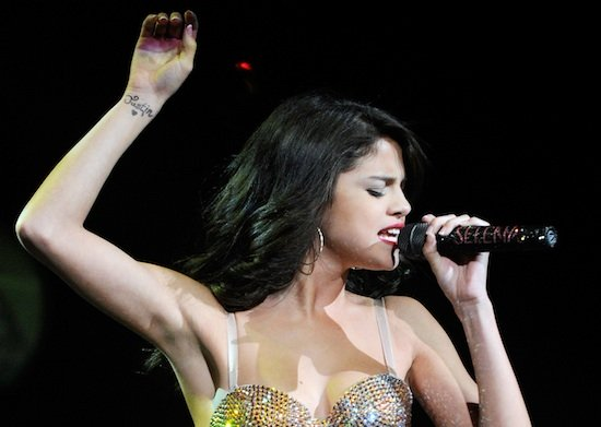 Selena Gomez Expresses Love with (fake) Justin Bieber Tattoo