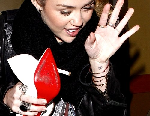 Miley Cyrus Om Tattoo On Her Wrist Meaning Story Of The Hindu Tat