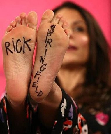 Bethenny Frankel Rocks a Pretty Weak Attempt at Miley Cyrus-Style Faux Foot Tattoos
