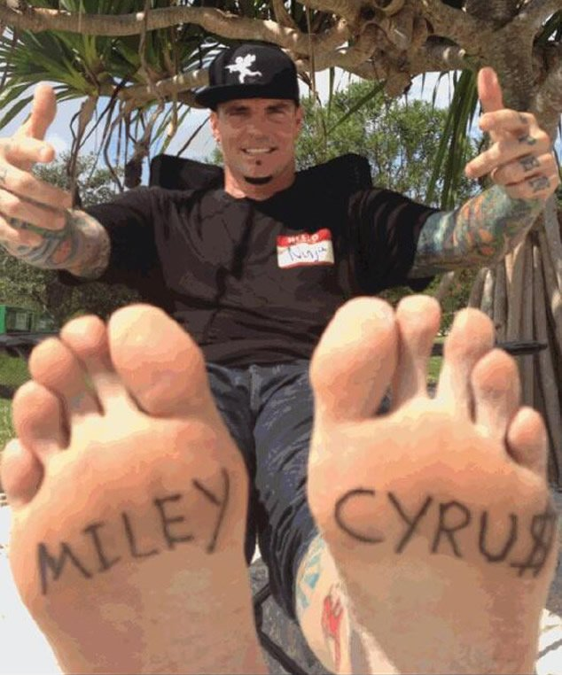"Vanilla Ice Shows Off Hilarious (and Fake) ""Miley Cyrus"" Foot Tattoos"