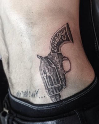 Zayn & Liam Hit up L.A. Tattoo Parlor – Zayn Gets a Crazy Gun Tattoo!