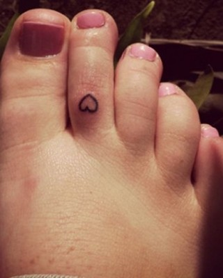 Ariana Grande's Tiny Heart Tattoo on Her Toe