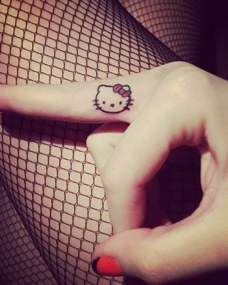 Katy Perry Sports Adorable New Hello Kitty Finger Tattoo