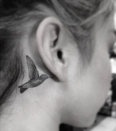 Sara Hyland's New Behind-the-Ear Hummingbird Tattoo Looks Awfully Familiar…