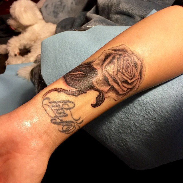 Demi Lovato Covers Up Lip Print Tattoo With New Rose Ink- PopStarTats