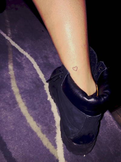 hailey-baldwin-heart-tattoo