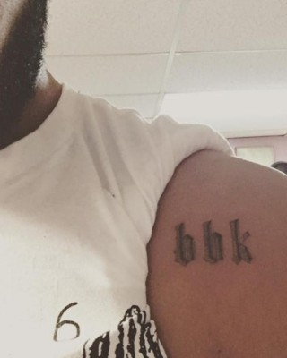"Check Out Drake's New ""BBK"" Tattoo Tribute to UK Rapper Skepta!"