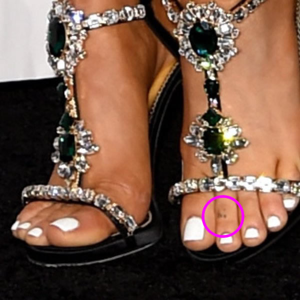 ariana grande hi toe tattoo