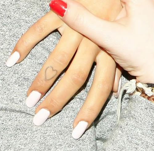 "Ariana Grande Hand Tattoos: Check Out Ariana Grande's Heart Finger And ""Hi"" Toe"