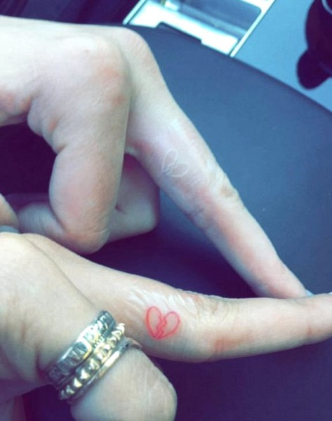kendall jenner hailey baldwin broken heart tattoos