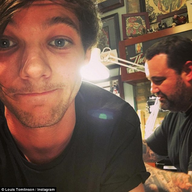 louis tomlinson confirms the tattoo on his butt is of a