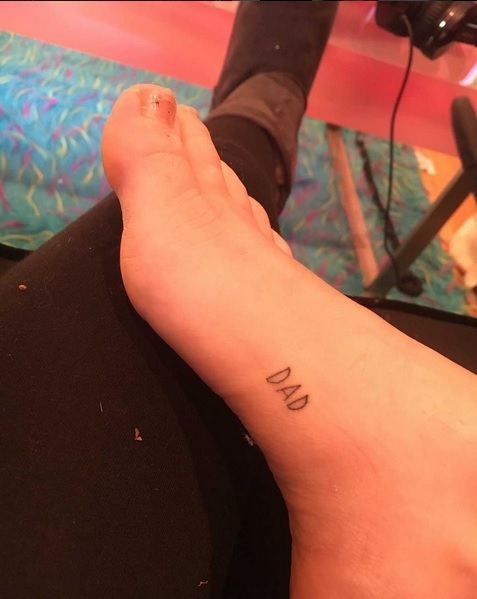 "Miley Cyrus Honors Father With ""DAD"" Foot Tattoo"